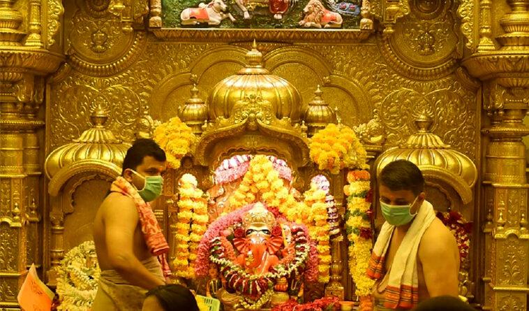 महाराष्ट्र कोरोना केस: सिद्धिविनायक मंदिर में बंद हुए भक्तों के लिए दर्शन, शिरडी साई मंदिर में भक्तों के दर्शन को लेकर किया गया बड़ा बदलाव