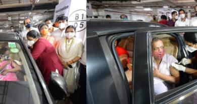 मुंबई में शुरू हुआ 'ड्राइव इन' वैक्सीनेशन सेंटर! अब कार में बैठे-बैठे लगवा सकते हैं टीका...