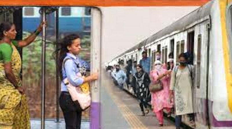 मुंबई लोकल ट्रेन में चोर से मोबाईल वापस पाने जान पर खेल गई महिला कर्मचारी, सीसीटीवी की मदद से आरोपी गिरफ्तार