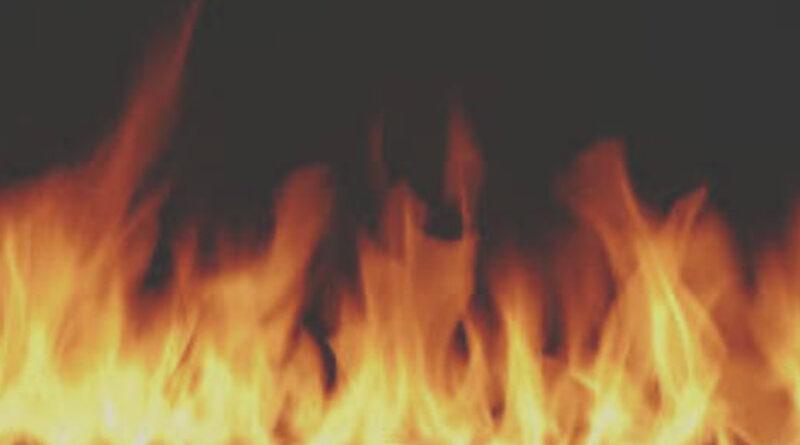 ठाणे में आग लगने से चार दुकानें जलकर हुईं खाक