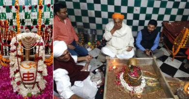 गोपीगंज के बड़े शिव मंदिर में उमड़ी भक्तों की भीड़, हर-हर महादेव के जयघोष से गुंजमान हुआ वातावरण