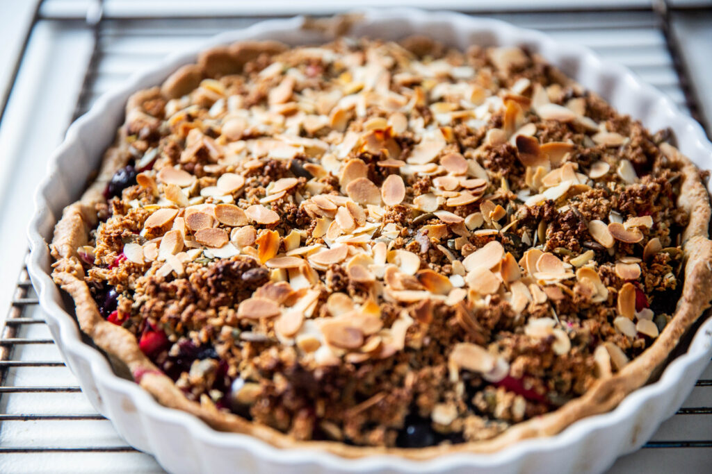 Photo tarte crumble fruits rouges