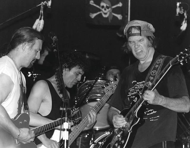Jim McDonough: «Shakey, la biografía de Neil Young»