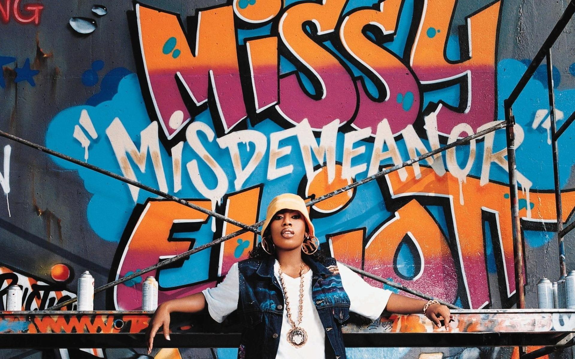 Missy Elliot: «Miss E… So Addictive»