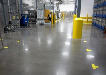 ProFloor™ 400 Solid Semi-Gloss Finish