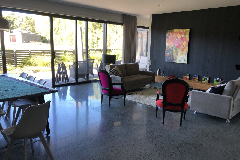 Heated polished concrete floor: Cosy and luxurious floor surface for hAPPY living