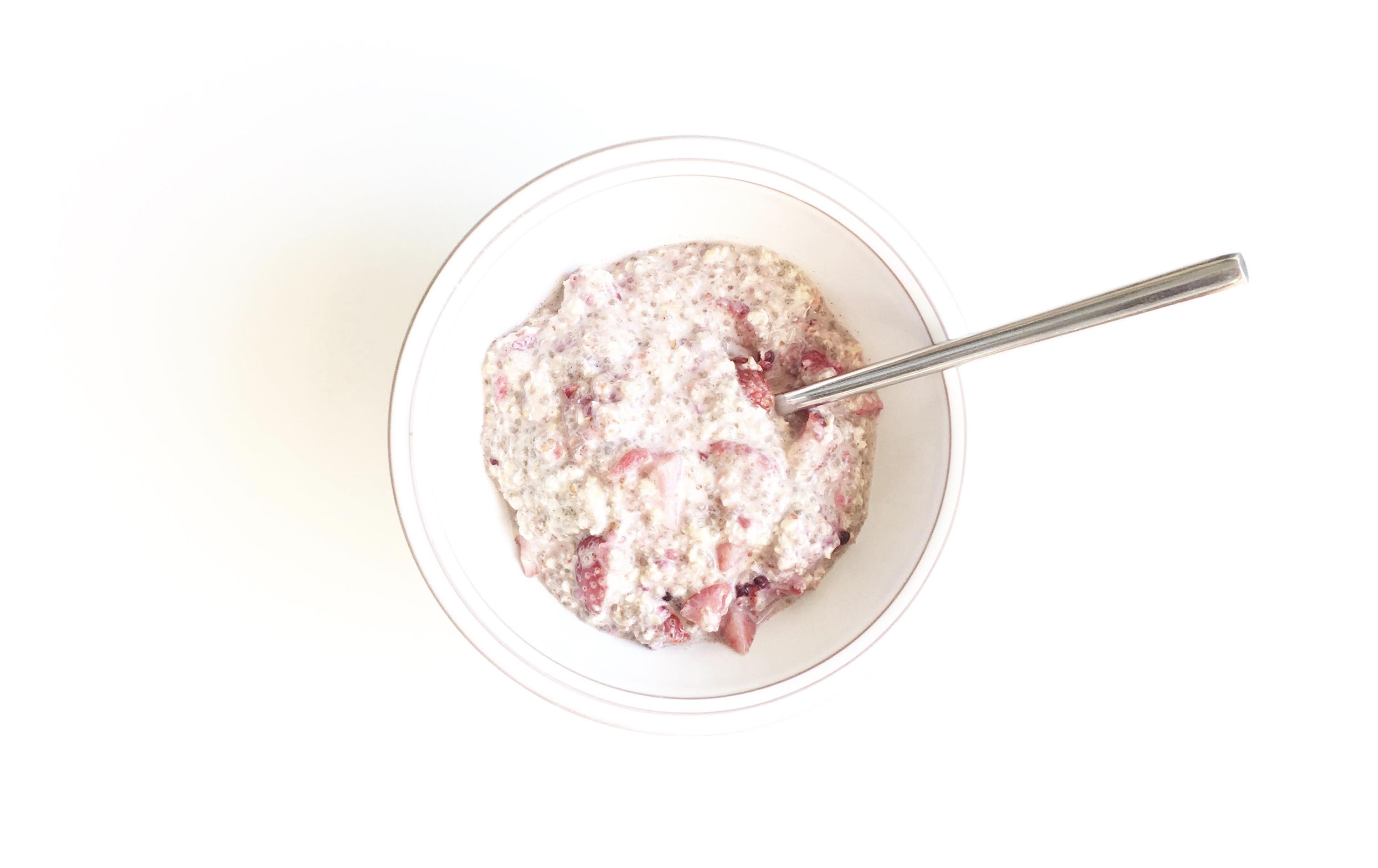 Summer berry overnight oats