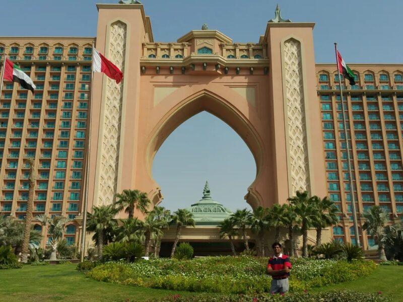 DUBAI MONORAIL THROUGH PALM JUMEIRAH APPROACHING ATLANTIS THE PALM > A SPECTACLE !