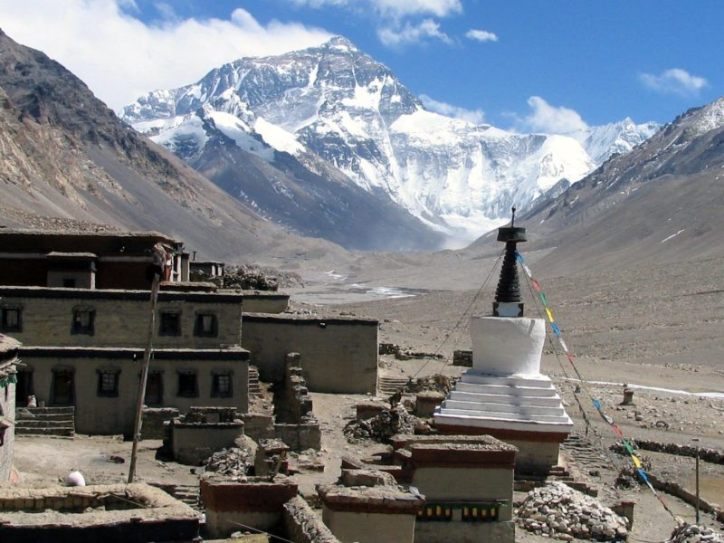 MOUNT EVEREST : THE HIGHEST MOUNTAIN IN THE WORLD !