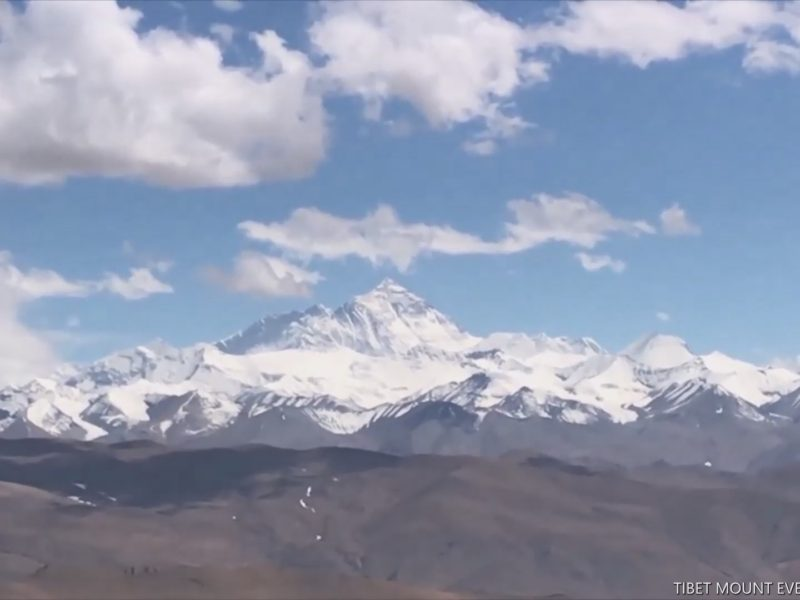 MOUNT EVEREST-SPECTACULAR VIEWS FROM  THE GA WU LA PASS