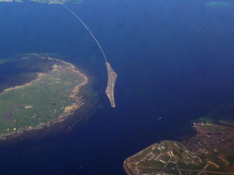 THE ØRESUND BRIDGE & TUNNEL > LAND LINK BETWEEN SWEDEN & DENMARK