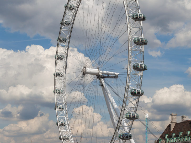 THE LONDON EYE : THE WORLDS TALLEST CANTILEVERED OBSERVATION WHEEL
