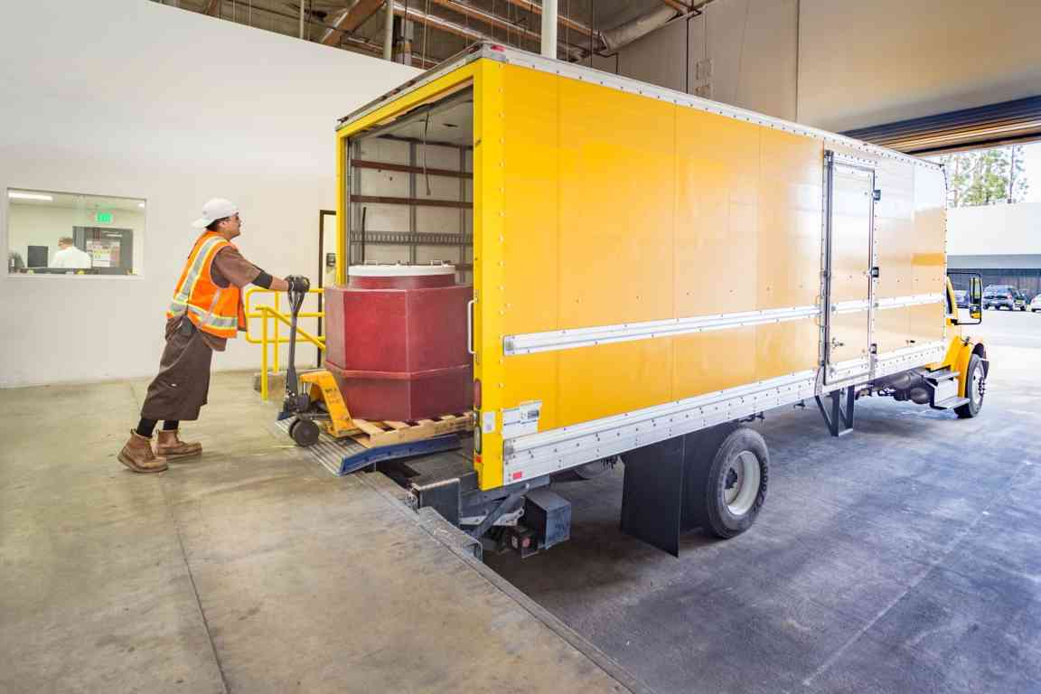 fulfillment-truckloading_full