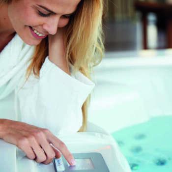 touchscreen SPA con mobile Astralpool