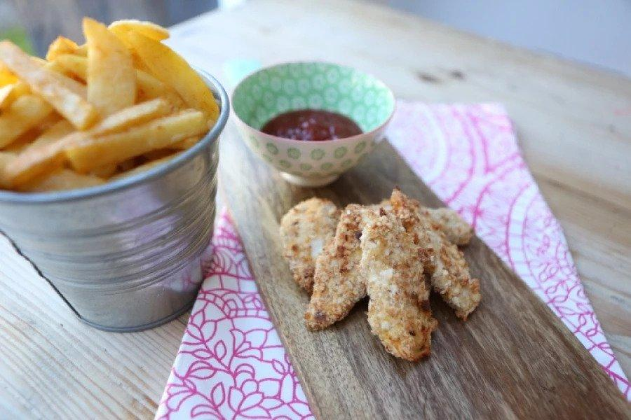 chicken fingers and chips