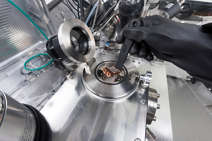 Placing a sample into the loadlock