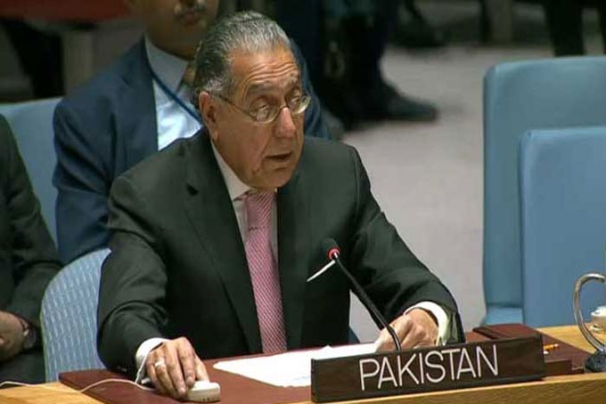 Pakistan operating three flights daily to evacuate foreign diplomats, Journalists & Afghans eager to leave Kabul: Munir