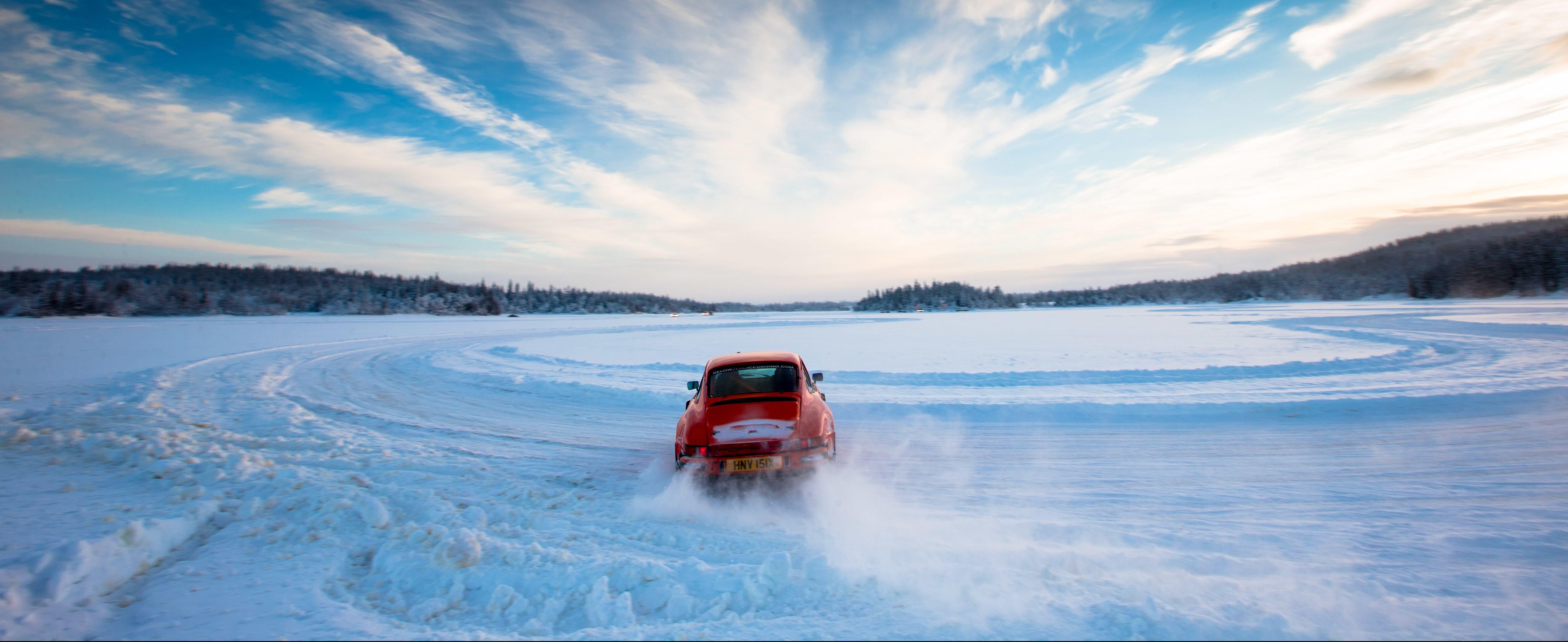 Extreme travel – driving a Porsche 911 on a frozen lake