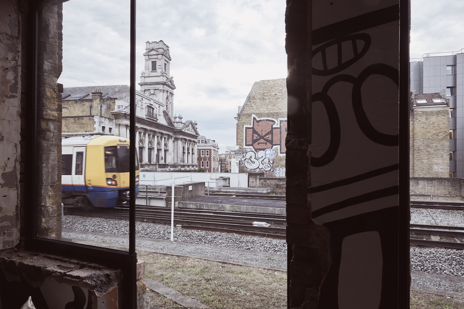 shoreditch-platform-lounge-view-to-trainline-from-old-platform-with-train