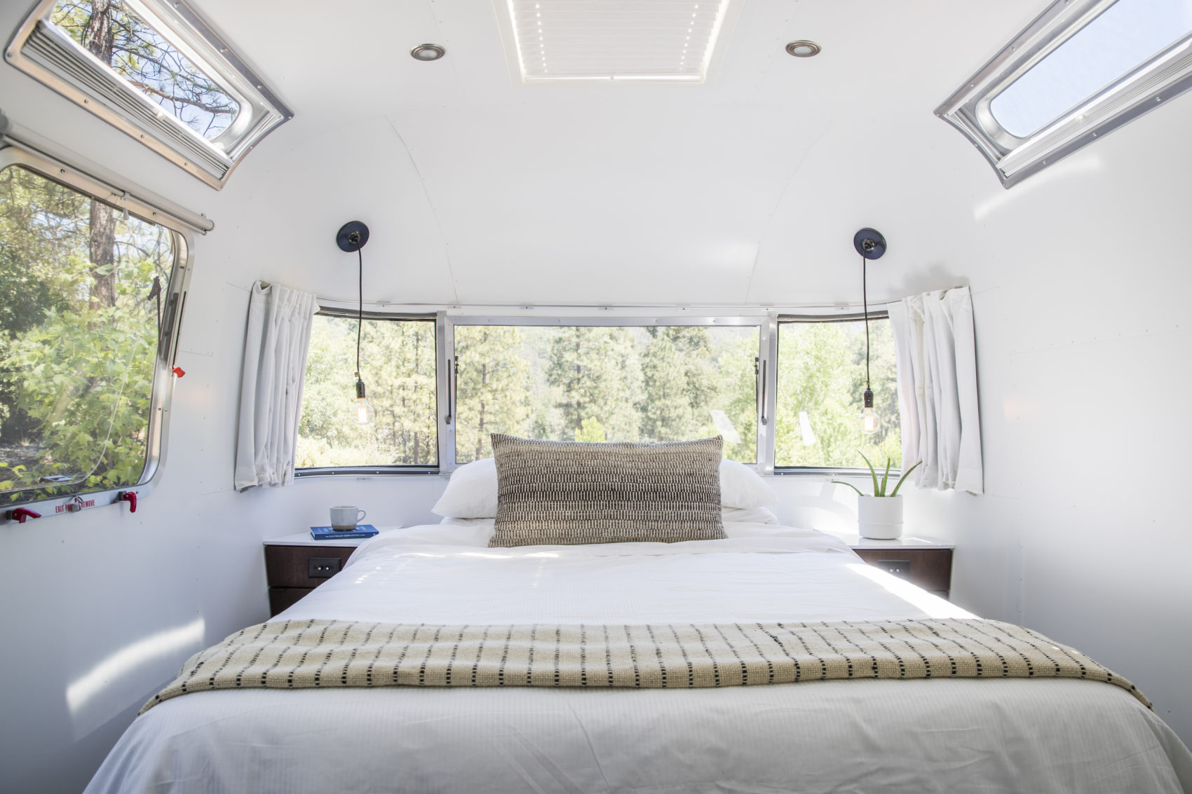 Autopark Airstream trailer bedroom