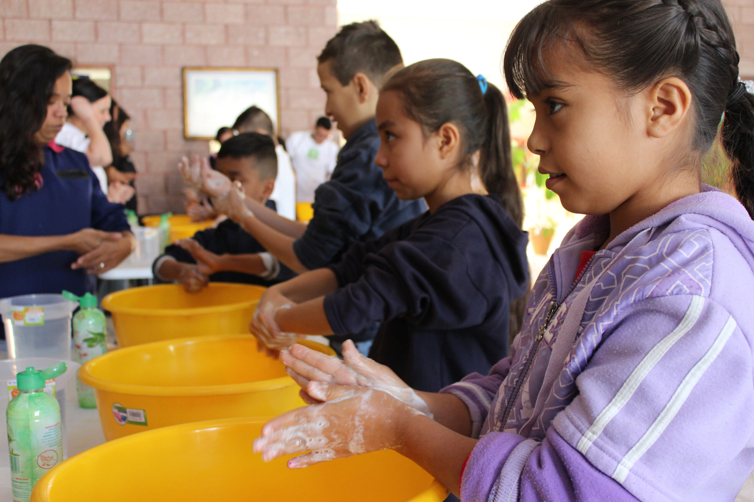 Children washing hands © 2020 Hilton