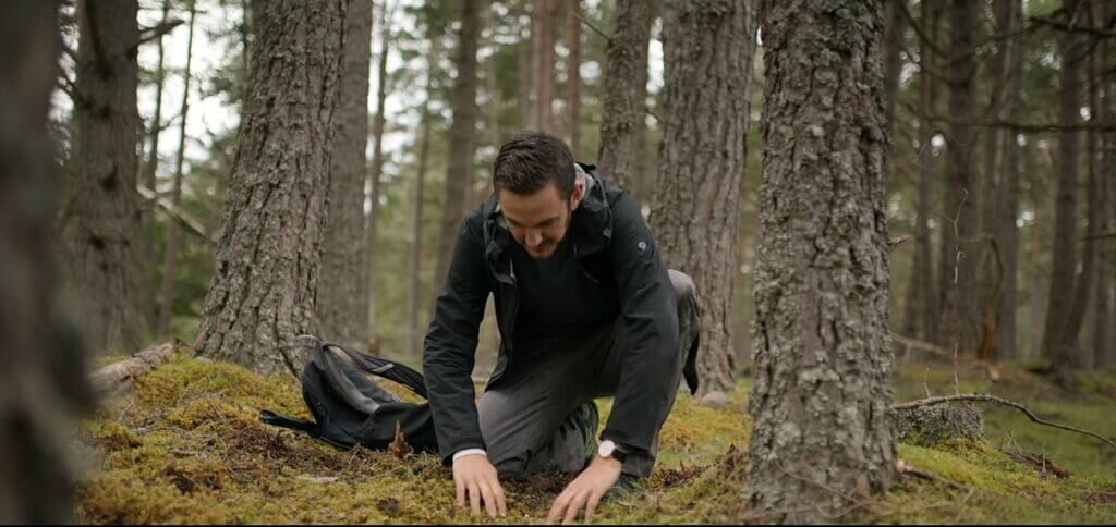 Our lab's Tom Crowther in Netflix' Alien Worlds, looking for mycelial networks below ground!