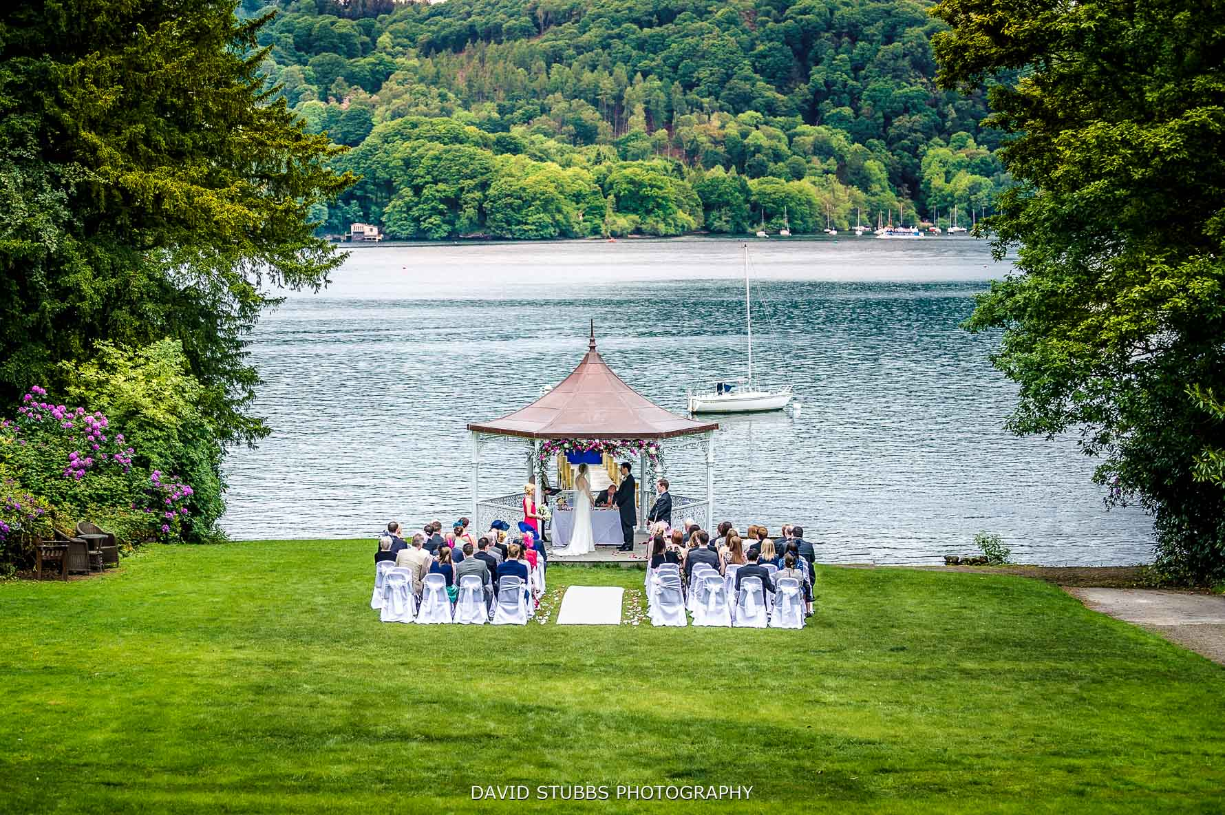 weddign ceremony in the Lake District