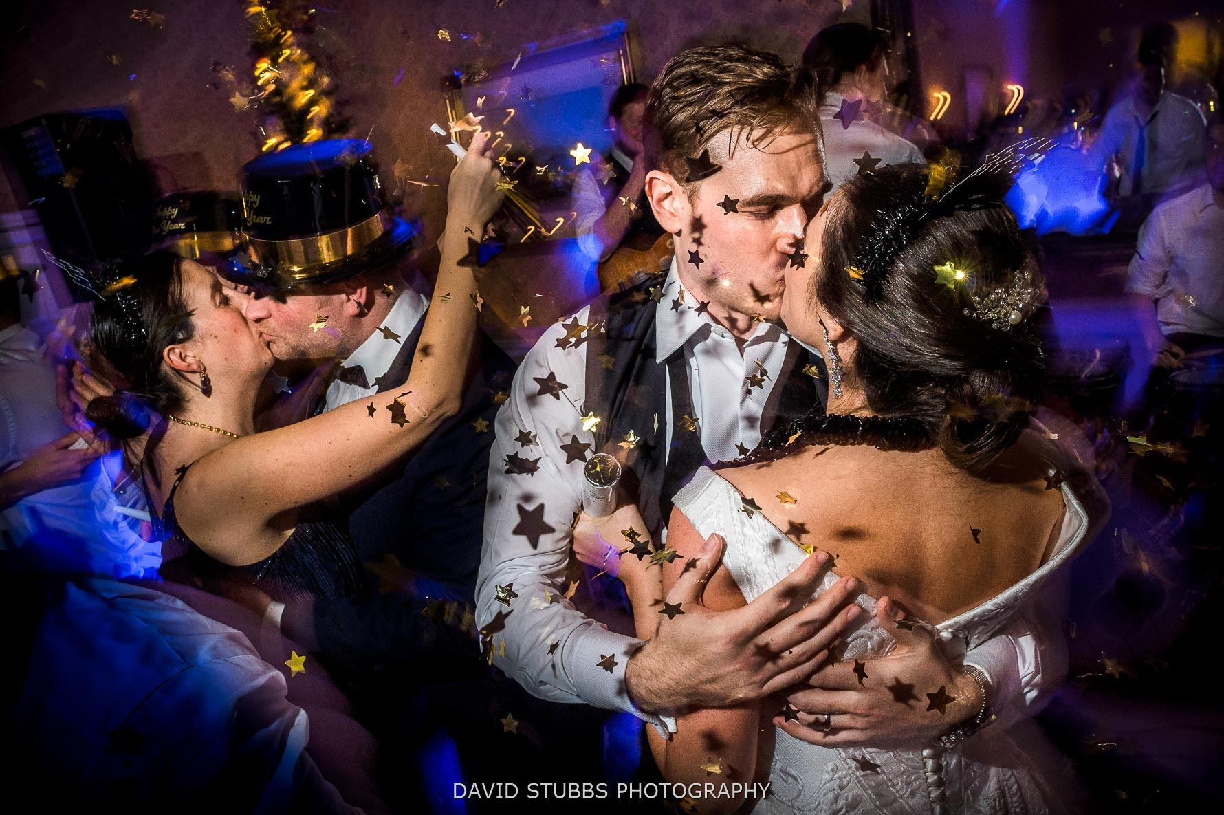 bride an groom new years eve kiss