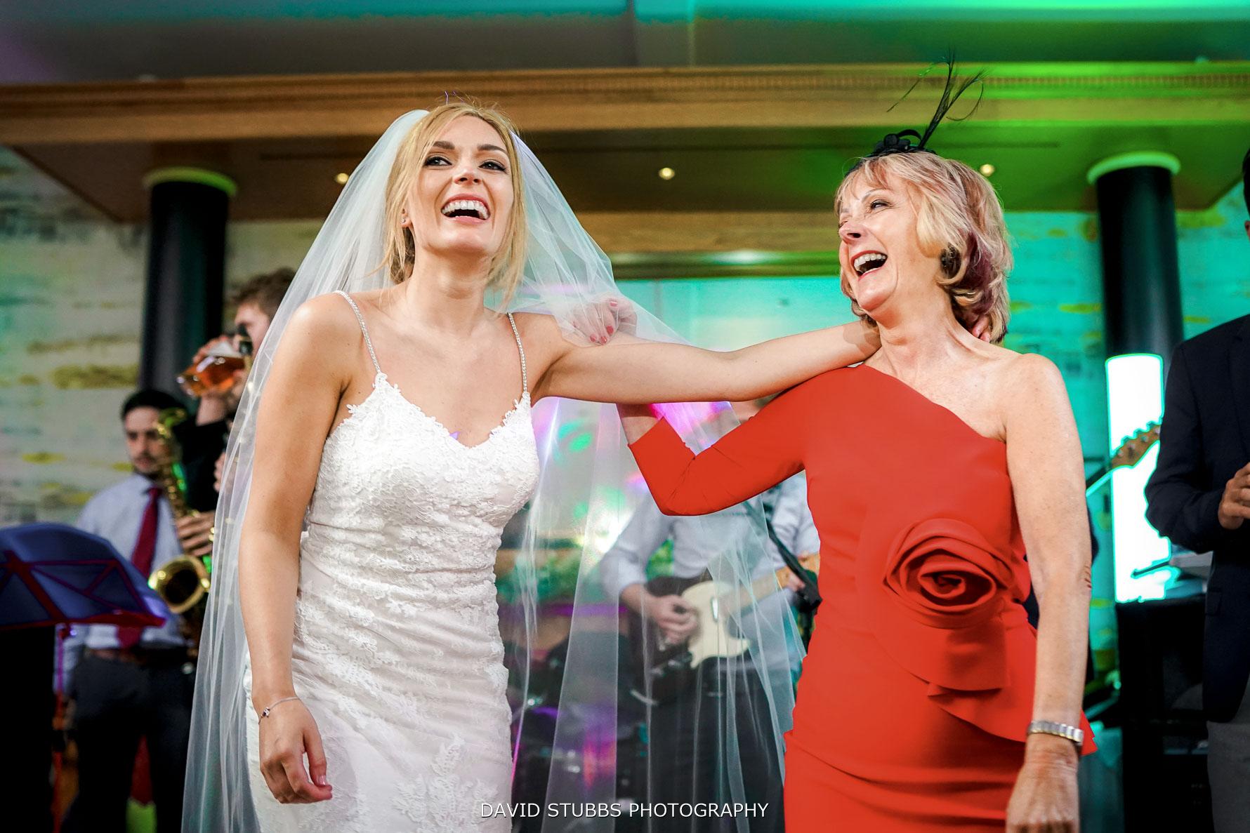 bride and mum