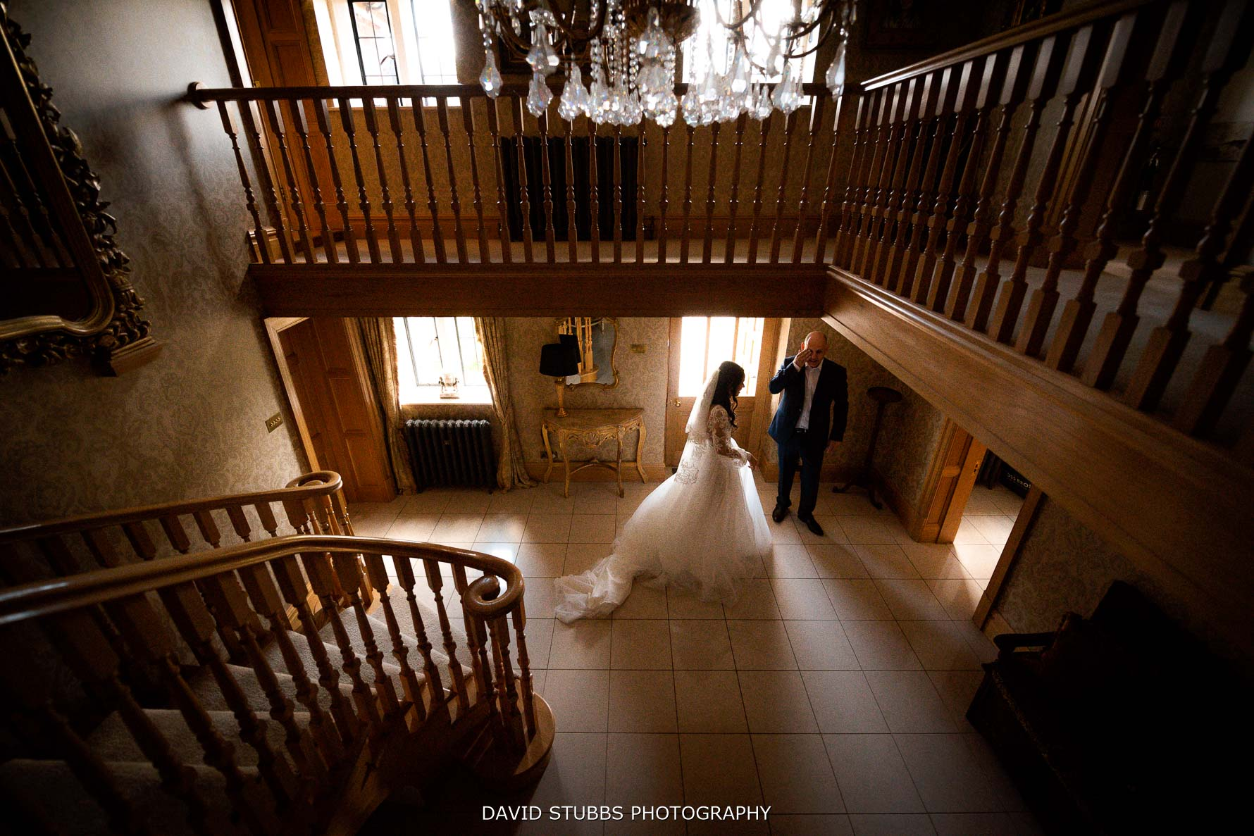 wide angle shot of the bridal suite at merry dale manor