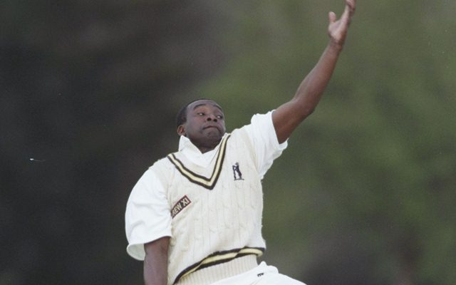 Gladstone Small bowling for Warwickshire / Mandatory Credit: Mark Thompson/Allsport UK
