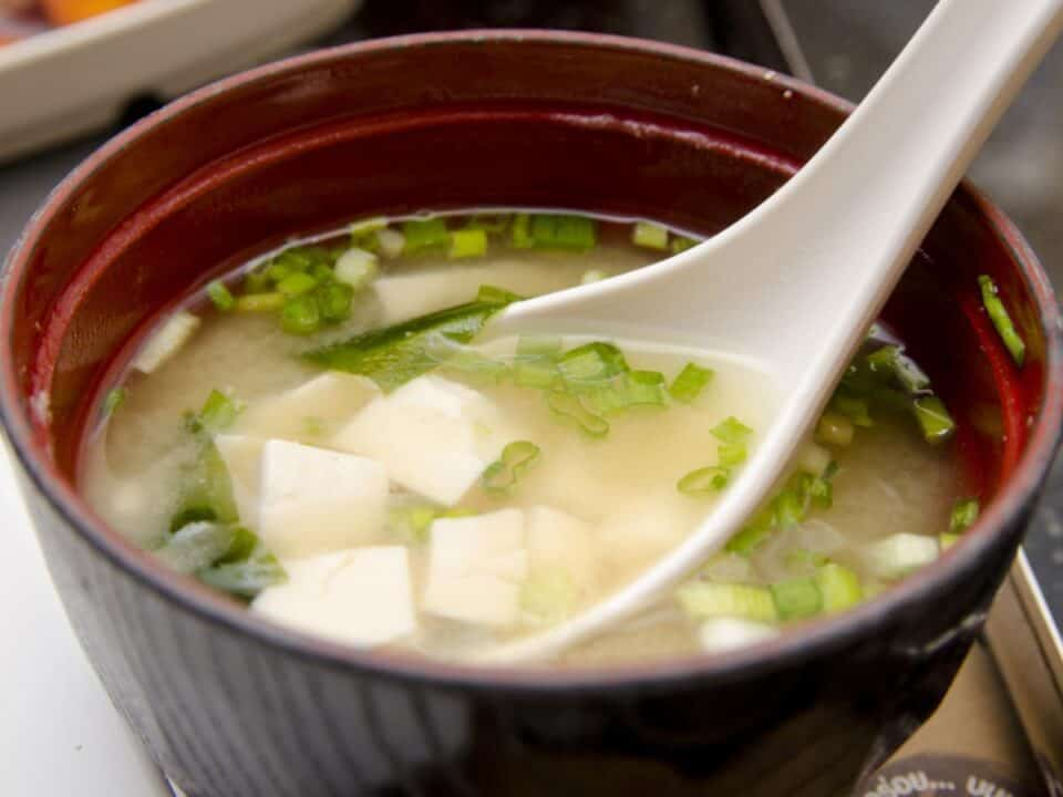 miso soup حساء الميسو