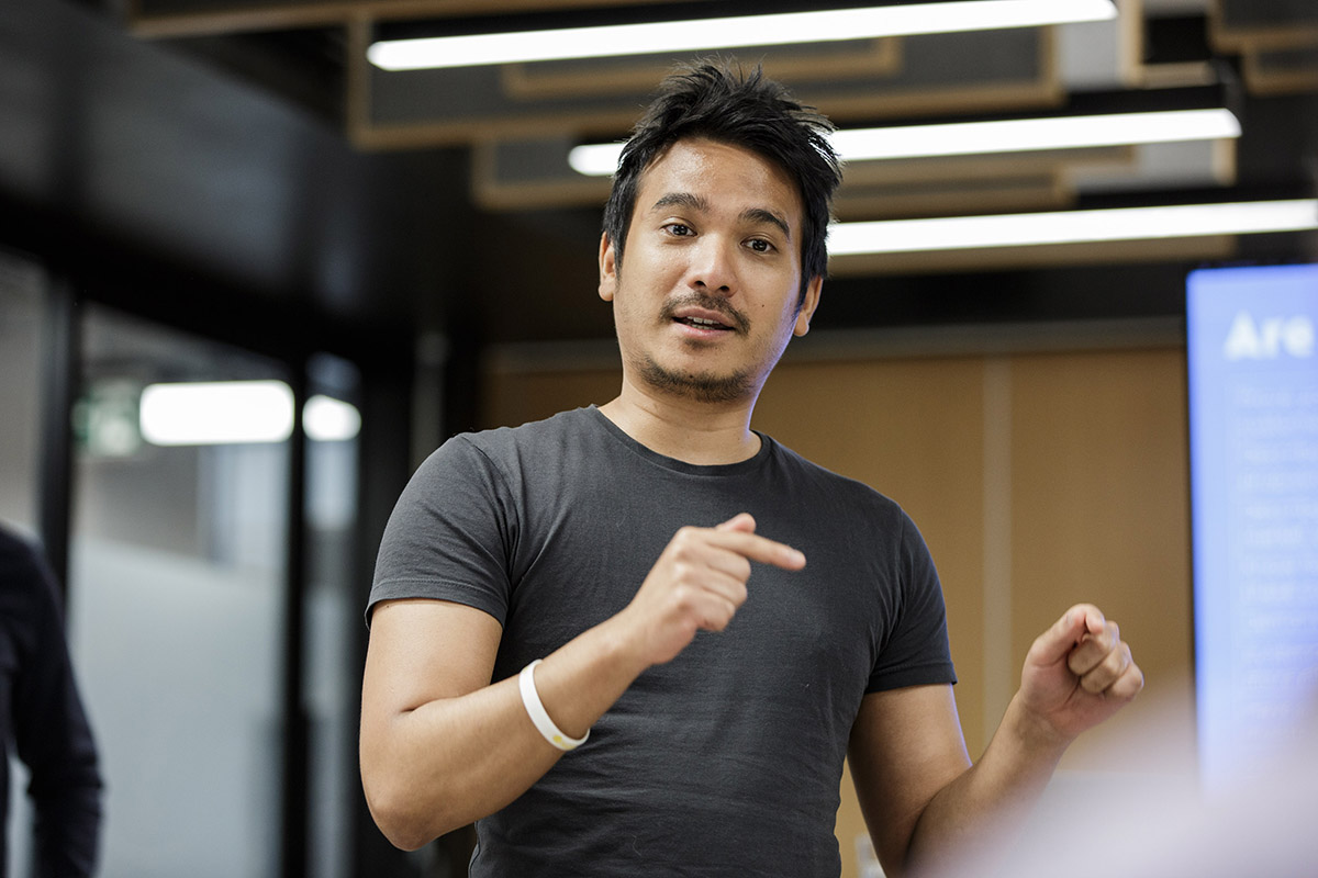 An entrepreneur stands and talks in a seminar.