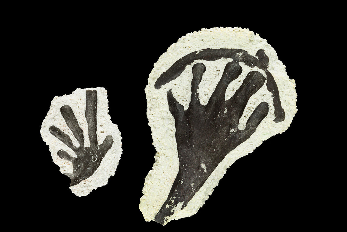 Fragments of ceramic casing, the waste by-product of bronze casting, display the impression of gecko feet.