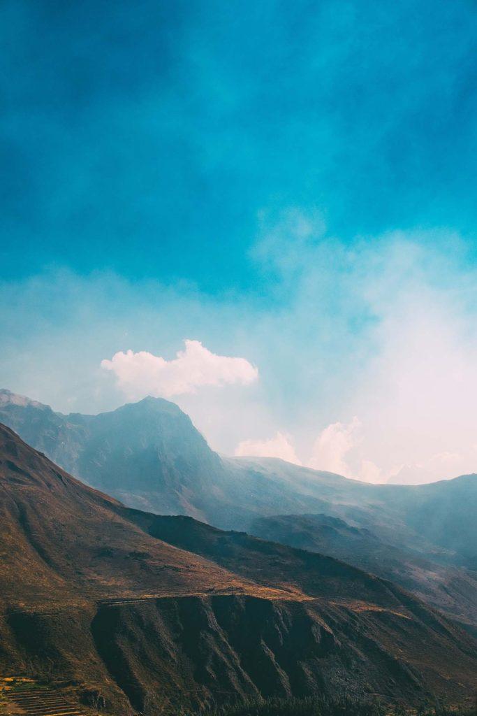 Masmavi bir gökyüzü.