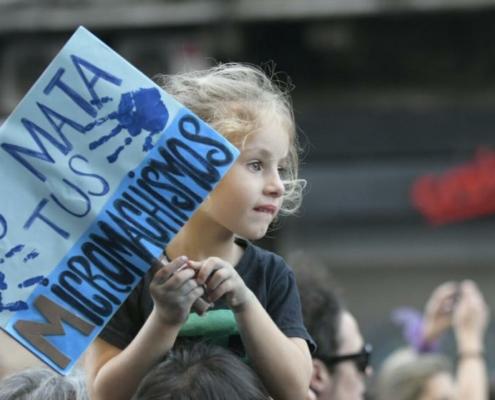 niña en el dia internacional de la mujer, Montevideo