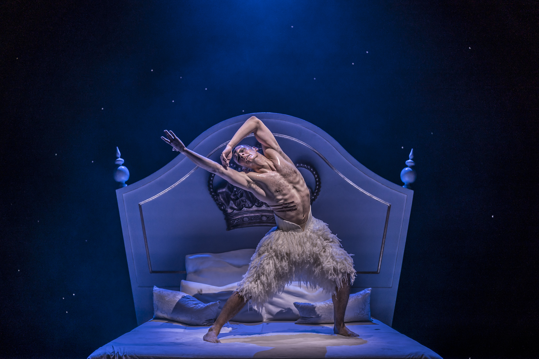 theatre review matthew bourne's swan lake