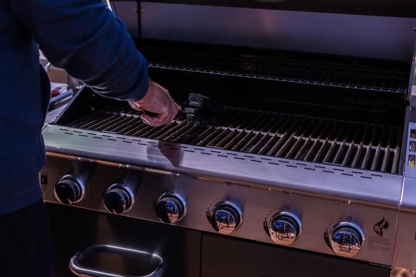 How to Clean a Barbecue Grill Left Out During the Winter
