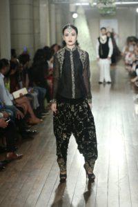 Manav Gangwani FDCI Couture (1)