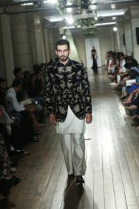 Manav Gangwani FDCI Couture (3)