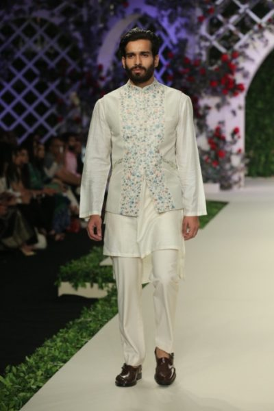 Varun Bahl Bridal fdci (6)
