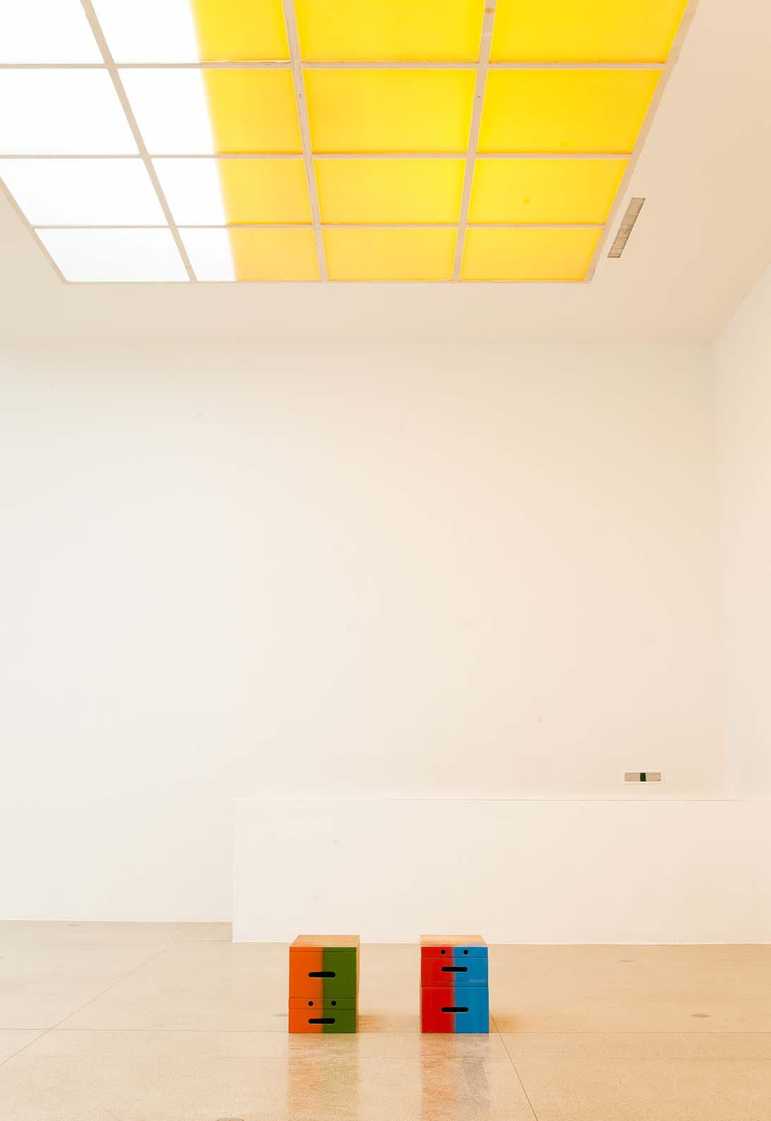 untitled (painted box set), 2014 Secession, Vienna Main Exhibition Hall Photo: Oliver Ottenschläger