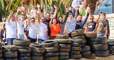 FOTOT/ Sarandë, ambasadorja Yuri Kim iu bashkua aksionit të pastrimit të detit