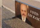 """""""Nis"""" fushata! """"Vlonjatët"""" shpërndajnë postera përgjatë Lungomares: Votoni Edi Ramën!"""