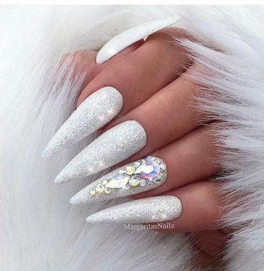 Best stiletto Christmas nails design