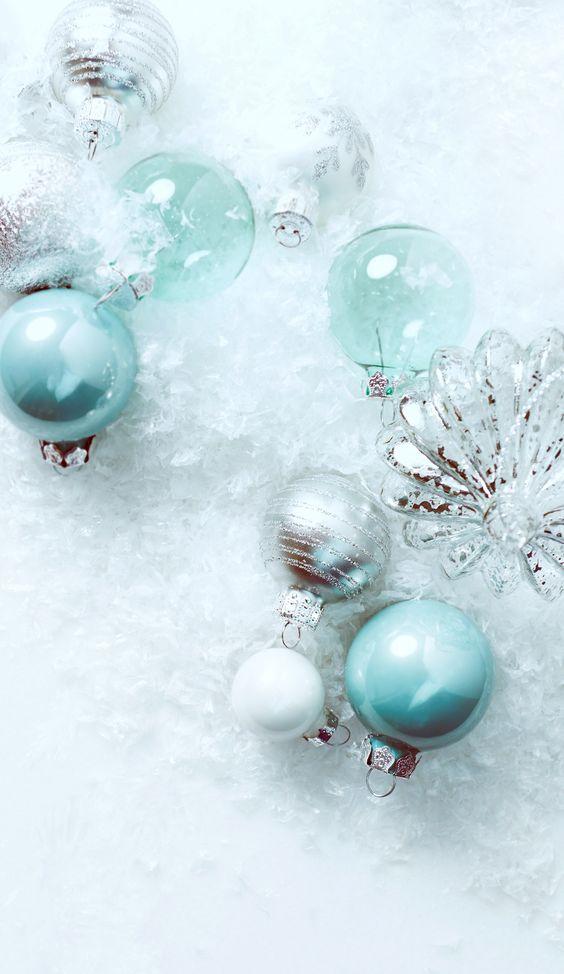 Blue Christmas tree ornaments wallpaper