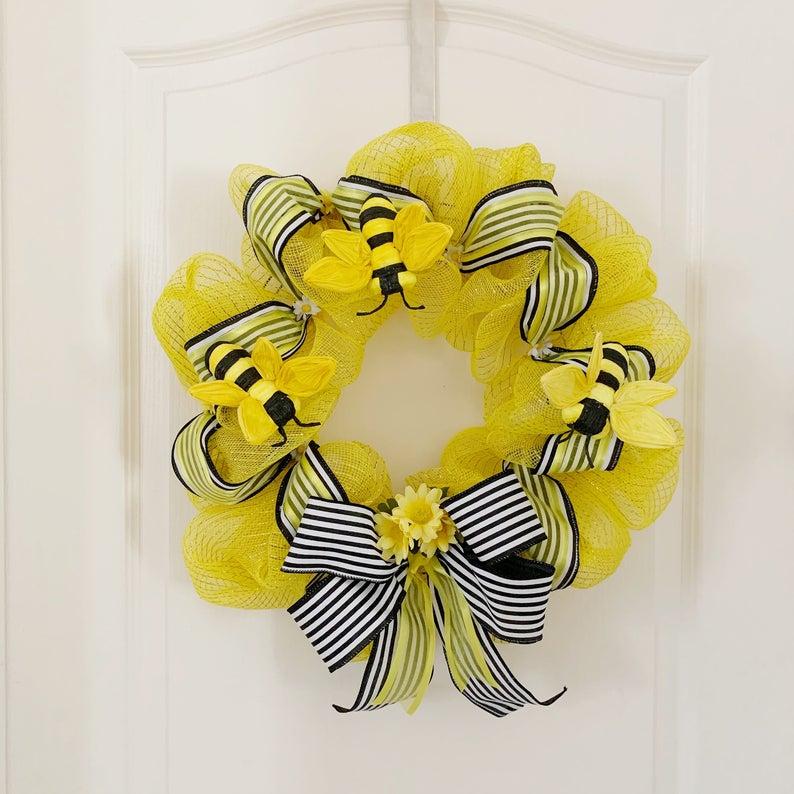 Bumblebee summer wreath