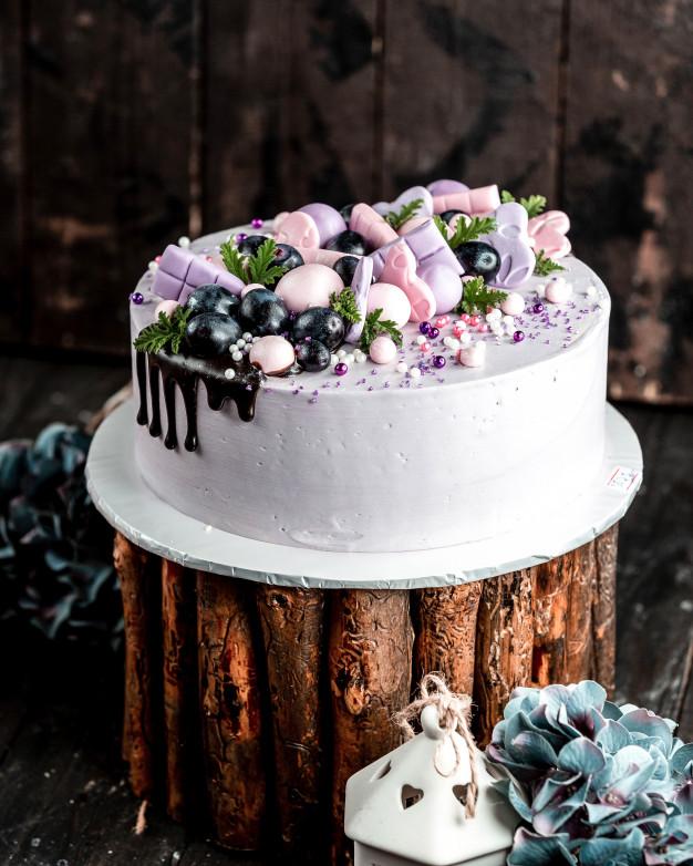 Valentine's Day Creamy blueberry cake decorating