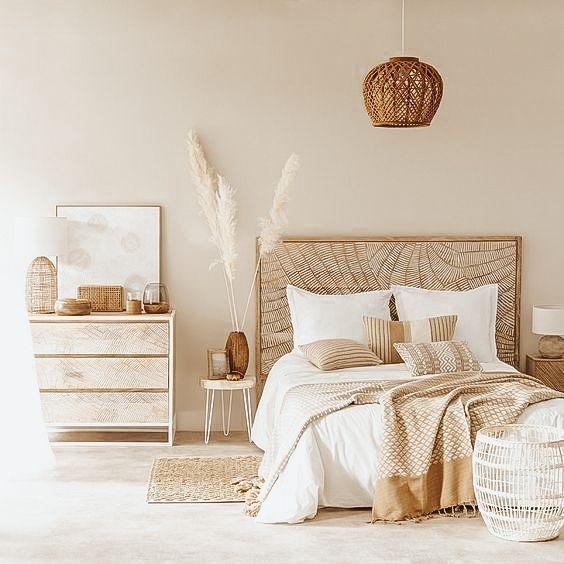 Create a bohemian bedroom décor with pampas grass. dried pampas grass decor