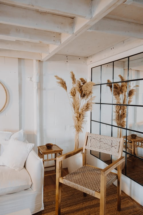 Decorate the porch with large pampas grass (perfect for a beach house)